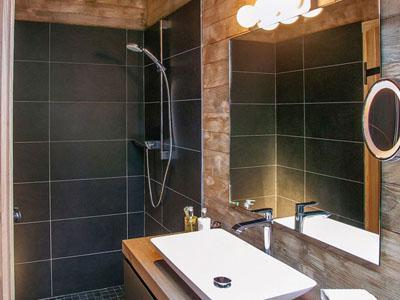 bathroom-8d23fed3fb.jpg