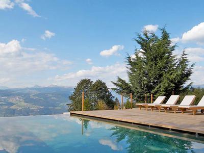 bolzano-hotel-piscina.jpg
